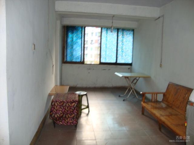 低价急售同心路三室二厅一卫简装修住房