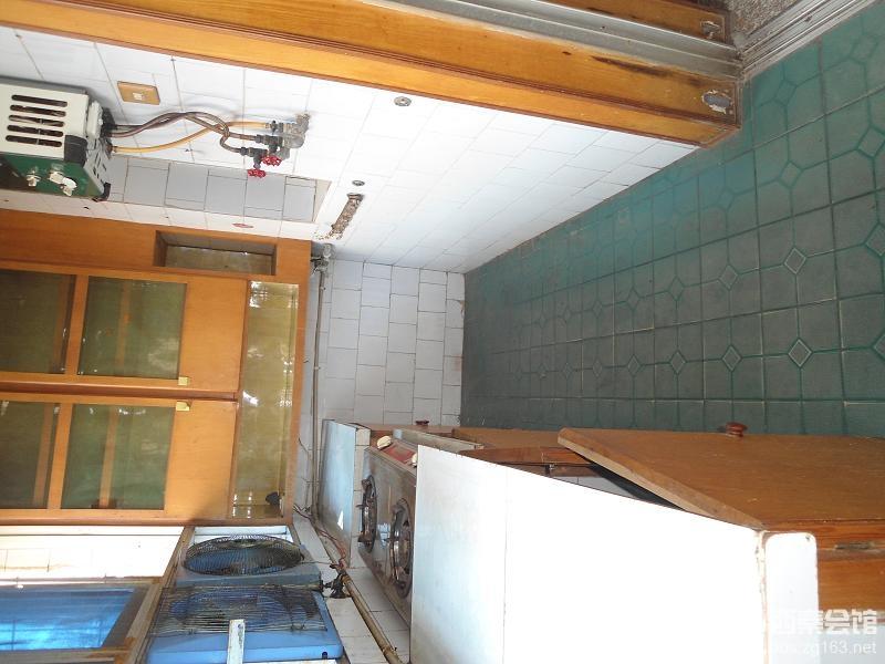 银华小区 三室两厅一卫 简单装修 5楼 35.8万 高清图片